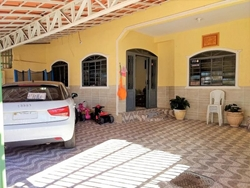 Casa à venda QR 1-A Conjunto RS   Excelente casa, duplex, 4 quartos, 3 suítes, na QR 1A, Candagolândia - DF