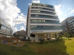 Apartamento à venda SQNW 107  , Parque Burle Marx  3 Suites + Lavabo Dce 3 vagas de garagem soltas Deposito amplo e cobertura coletiva Generosa