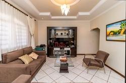 Casa à venda DF-150 KM 1,5   Linda Casa na Rodovia DF-150 Km 1,5  Residencial Café Planalto com 05 quartos sendo 03 suítes e 03 v