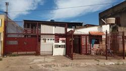 Casa à venda QS 8 Conjunto 610B   Casa com 04 apartamentos e 02 KITS à venda - Areal - Águas Claras/DF