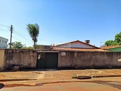 Rua 24 Setor Santos Dumont Goiania   Amplo quintal e barracão nos fundos para renda